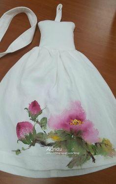 9번째 이미지 Hand Painted Sarees, Hand Painted Fabric, Painted Bags, Painted Clothes, Dress Painting, T Shirt Painting, Fabric Painting, Fabric Art, Fabric Paint Shirt