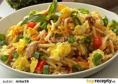 Smažené nudle s tuňákem a vejci recept - TopRecepty.cz Fried Rice, Food And Drink, Dinner, Cooking, Ethnic Recipes, Fitness, Vietnam, Arizona, Lunches