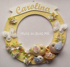 Porta de Maternidade - Casal de Pássaros com Bebe, Borboletas e Florzinhas com Nominho