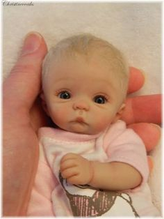 Polymer Clay baby by Christine Shapiro (christineooaks). Tiny Dolls, Ooak Dolls, Cute Dolls, Polymer Clay Dolls, Polymer Clay Creations, Little Doll, Little Babies, Mini Bebidas, Baby Fairy