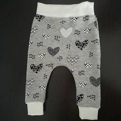 Tepláčiky sú ušité z kvalitnej elastickej teplákoviny, príjemnej na dotyk. Patenty sú elastické pre pohodlné nosenie. Socks, Baby, Fashion, Moda, Fashion Styles, Sock, Baby Humor, Stockings, Fashion Illustrations