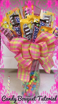How to Make a Candy Bouquet with M&M's and Snickers: A Touch of Sparkle by Monica Tutorial HD Candy Bar Bouquet, Gift Bouquet, Craft Gifts, Diy Gifts, Chocolates, Candy Arrangements, Candy Grams, Candy Boutique, Candy Cakes
