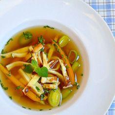 Hovězí vývar s celestýnskými nudlemi Thai Red Curry, Food And Drink, Soup, Ethnic Recipes, Soups