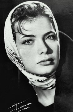 Τζένη Καρέζη Greek Model, Greek Culture, Vintage Scarf, Famous Faces, Silk Scarves, Real Women, Famous People, Beautiful People, Vintage Fashion