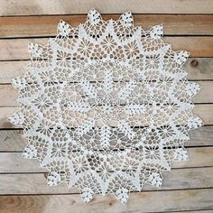 This Pin was discovered by Ayş Crochet Tablecloth Pattern, Free Crochet Doily Patterns, Filet Crochet Charts, Crochet Lace Edging, Crochet Art, Crochet Designs, Crochet Flowers, Crochet Dollies, Lace Doilies