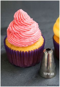 How to Decorate Cupcakes- Tip 4B