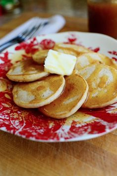 Eggnog Silver Dollar Pancakes with Nutmeg Syrup ~ don't forget about breakfast over the holidays! These ridiculously delicious pancakes are the perfect morning treat for the whole family. What's For Breakfast, Christmas Breakfast, Gluten Free Peanut Butter Cookies, Delicious Breakfast Recipes, Pancakes And Waffles, Savoury Dishes, Desert Recipes, Christmas Desserts, Holiday Recipes