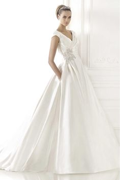 2015 Fabulous V Neck Pleated Bodice A Line Wedding Dress Court Train Beaded Taffeta