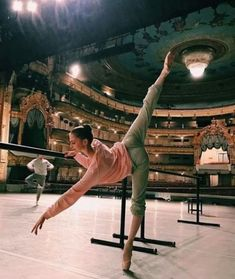 Find images and videos about dance, ballet and ballerina on We Heart It - the app to get lost in what you love. Instagram Boys, Instagram Worthy, Hip Hop, Ballet Photography, Photography Ideas, Fashion Photography, Woman Photography, Dance Poses, Ballet Beautiful