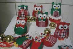 Corujas em feltro com detalhes em tecido para árvore de Natal. <br>*Prazo de produção e preço referentes à unidade.
