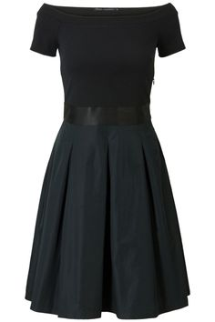 Elegante uitlopende jurk Zwart