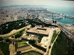 Castle Montjuic offers one of the best views of #barcelona ! Go to http://www.apartmentbarcelona.com/blog/category/places/ for more tips!