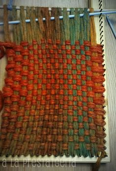 I like the colors in this rag rug Weaving Projects, Weaving Art, Weaving Patterns, Tapestry Weaving, Loom Weaving, Loom Craft, Art Textile, Silk Ribbon Embroidery, Dollar Store Crafts