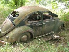 abandoned Volkswagen Beetle with spit window - very rare Carros Vw, Vw Accessories, Van Vw, Kdf Wagen, Vw Vintage, Rusty Cars, Abandoned Cars, Abandoned Vehicles, Abandoned Places
