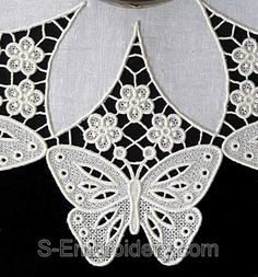 10458 Butterfly free standing lace doily