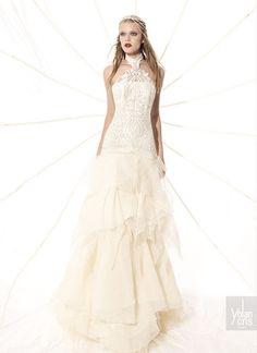 vestido de noiva hippie com corpo justo bordado e saia com folhos yolancris ethnic chic 2015, indicado para casamento na praia