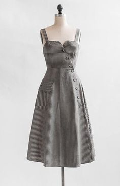 Recalling cotton pinstriped workwear during the turn of the century, this vintage inspired dress features grey and… Vestidos Vintage, Vintage Dresses, Vintage Outfits, Vintage Fashion, Gothic Fashion, Simple Dresses, Pretty Dresses, Beautiful Dresses, Casual Dresses