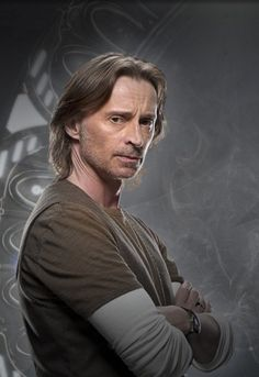 Robert Carlyle - I know the part would be too miniscule for his talents (he did an amazing job as Durza in the first attempt), but he would be perfect for the part of Sloan... In the original movie they made Sloan too burly and brutish...
