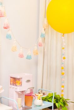 FESTA SORVETE: CLARINHA FAZ DOIS | BLOG DO MATH Baby Birthday, Birthday Parties, Birthday Ideas, Festa Party, Ice Cream Party, Baby Shower, Party Themes, Birthdays, Minions
