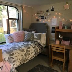 Teen bedroom themes must accommodate visual and function. Here are tips to create the coolest teen bedroom. Bedroom Themes, Bedroom Decor, Girls Bedroom, Futon Bedroom, Bedroom Ideas, Wall Decor, Dorm Room Necessities, Dorm Room Designs, Dorm Room Organization
