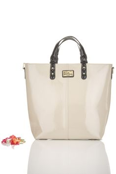 Totally my style love it! NEW Cream with Black trim Natasha Bag *totally new style bag* New Style Bags, My Style, Paul's Boutique, Black Twins, Structured Bag, New Handbags, Purses And Bags, Fashion Shoes, Topshop