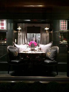 Ralph Lauren London Sensación de comodidad y lujo en un mismo escenario (escaparate) con pequeñas luces pero bien enfocadas y todo muy ordenado, con clase!