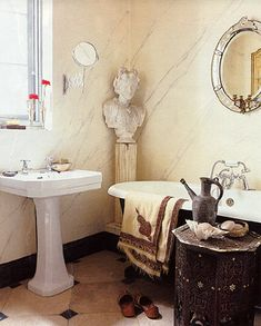 clawfoot tub and marble walls Interior, Country Bathroom, Decor Design, Outdoor Shower, Beige Room, Bath, Fantasy House, Clawfoot Tub, English House