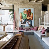 Photography Nicola Matheus Styling Laurence Dougier Modern African Dwellings Curated by Sylvie Lekarski Written by Amber Johnson W With a focus on primary colors juxtaposed with deep, rich and even li