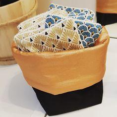 Lingettes Démaquillantes Lavables dans leur Pochon - By Maman Superbesse Crochet, Creative, Diy, Fabrics, Mom, Universe, Chrochet, Bricolage