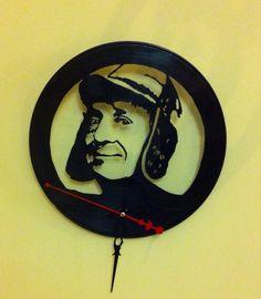 Chavo del 8. Reloj de pared en disco de vinilo. Hecho a mano. Francisco Vitale. Antofagasta, Chile. Facebook: Vinilos Para Siempre