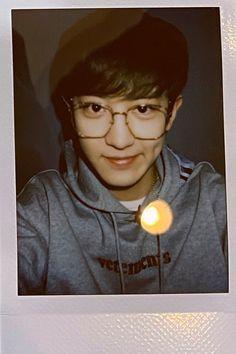 @chanyeolit 🙊🙊🙊🙊🙊🙊🙊🙊🙊🙊🙊🙊🙊🙊🙊🙊 🔫 #찬열 #CHANYEOL #チャニョル #朴灿烈  #EXO  #엑소 #weareoneEXO  @weareoneEXO  #EXOonearewe #OBSESSION Park Chanyeol Exo, Baekhyun Chanyeol, Rapper, Exo 12, Chanbaek, Kpop Aesthetic, Boyfriend Material, Boy Bands, Polaroid