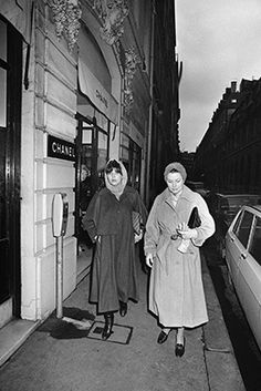Princess Grace of Monaco, right, and her daughter Princess Caroline pass in front of a Chanel boutique on February 13, 1976 in Paris, France. AFP / Getty Images