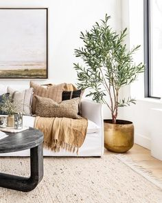 There's nothing more satisfying than seeing our products in beautifully styled spaces. This dreamy living room by is a perfect example! Our Pacific Coast Pot and Lina Linen Throw look right at home 💛 Home Living Room, Living Room Decor, Bedroom Decor, Beige Living Rooms, Minimalist Home Interior, Home Interior Design, Interior Colors, Interior Livingroom, Interior Modern