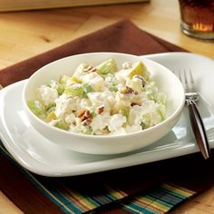 Pear Cottage Cheese Salad Recipe -Perfect any time, this quick-fix snack makes a great pack-along lunch, too! High Protein Vegetarian Recipes, Superfood Recipes, Fruit Salad Recipes, Healthy Snacks, Healthy Eating, Healthy Recipes, Protein Recipes, Vegetarian Meals, Diabetic Recipes