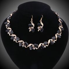2 Piece Women Gold Plated Crystal Black Resin Heart Jewelry Set