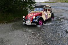 River crossing 2cv6, Cabriolet, Flower Power, River, Cars, Cool Stuff, Stylish, Classic, Citroen 3cv