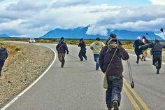 """Indígenas Mapuches de la Patagonia  """"dialogando""""."""