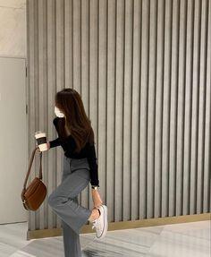 Korean Girl Photo, Korean Girl Fashion, Aesthetic Grunge Outfit, Aesthetic Girl, Diy Fashion, Retro Fashion, Fashion Outfits, Korean Photoshoot, Fashion Photography Poses