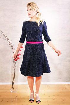Knielange Kleider - Catina Pünktchenkleid nachtblau nur noch 1x Gr. S - ein Designerstück von Mirastern bei DaWanda