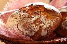 3 moduri inedite de a consuma paine Romanian Food, Romanian Recipes, Potato Bread, Bread N Butter, Bread Rolls, Bread Recipes, Delish, Potatoes, Baking