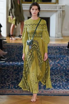 Valentino Spring 2017 Ready-to-Wear Fashion Show - Marie Damian