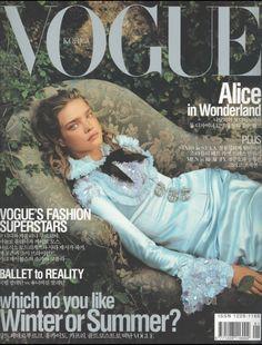 Natalia Vodianova by Annie Leibovitz Vogue Korea January 2004 Vogue Magazine Covers, Fashion Magazine Cover, Fashion Cover, Vogue Covers, Vogue Korea, Vogue Us, Vogue Russia, High Fashion Photography, Glamour Photography