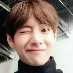 How to wink (make millions of people have a HEaRt AttACK) Lesson 1 with Kim Taehyung