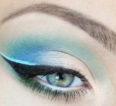 A gradient smokey-cat eye look in blues. Makeup Trends, Makeup Tips, Beauty Makeup, Hair Makeup, Hair Beauty, Makeup Ideas, Beauty Tutorials, Beauty Hacks, Beauty Tips