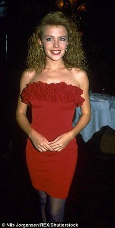 Kylie Minogue and Elle Macpherson are both ageless beauties who have barely changed in years. 90s Teen Fashion, Red Fashion, Star Fashion, Kylie Minogue Tour, Kyle Minogue, Elle Macpherson, Lovely Dresses, Beautiful Outfits, Beautiful Women