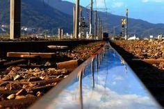 レールの中の世界   乗り物・交通 > 鉄道・駅の写真   GANREF
