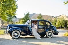 vintage Buick getaway car for bride and groom #vintage #countrywedding #weddingchicks http://www.weddingchicks.com/2014/01/22/classy-country-wedding/