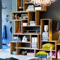 stacked OSB shelves from Sköna hem / photo Sanna Lindberg Style At Home, Diy Casa, Ideas Hogar, Scandinavian Home, Home Fashion, Home Organization, Interior Inspiration, Home Remodeling, New Homes