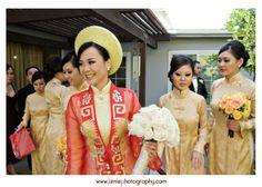 Vietnamese wedding dress ao dai aodai for Japanese Kimono Vietnamese Wedding Dress, Asian Wedding Dress, Vietnamese Dress, Ao Dai Wedding, Red Wedding, Wedding Ideas, Wedding 2015, Wedding Bells, Yellow Bridesmaids