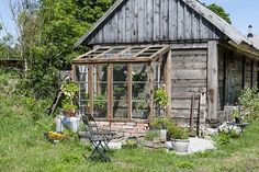 rustic potting shed Best Greenhouse, Greenhouse Plans, Garden Cottage, Home And Garden, Potting Sheds, Garden Fencing, Garden Sheds, Forest House, Deco